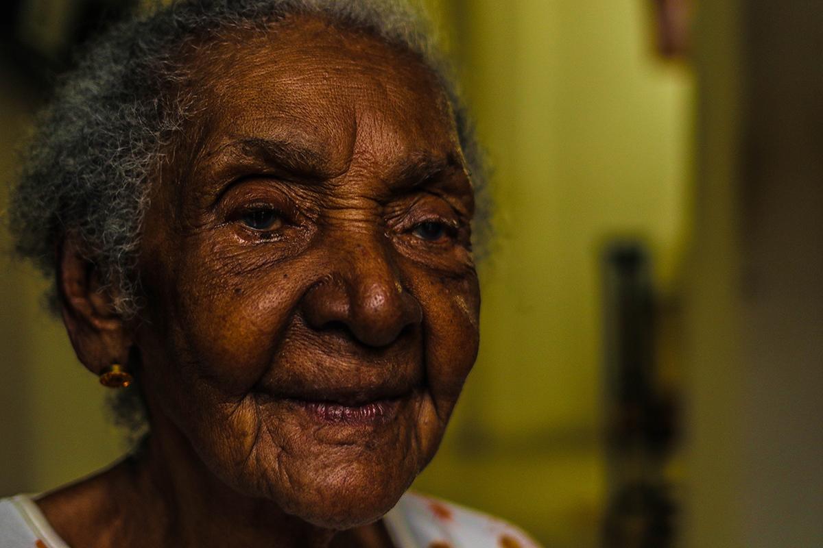Rosalía Murillo de Mayo 100 Años de edad, viendo San Pacho